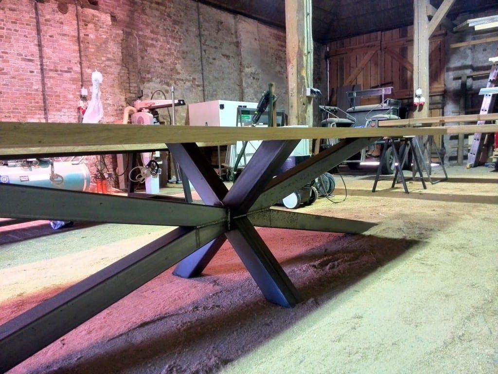Unieke tafel op maat stalen spin onderstel for Meubels horeca