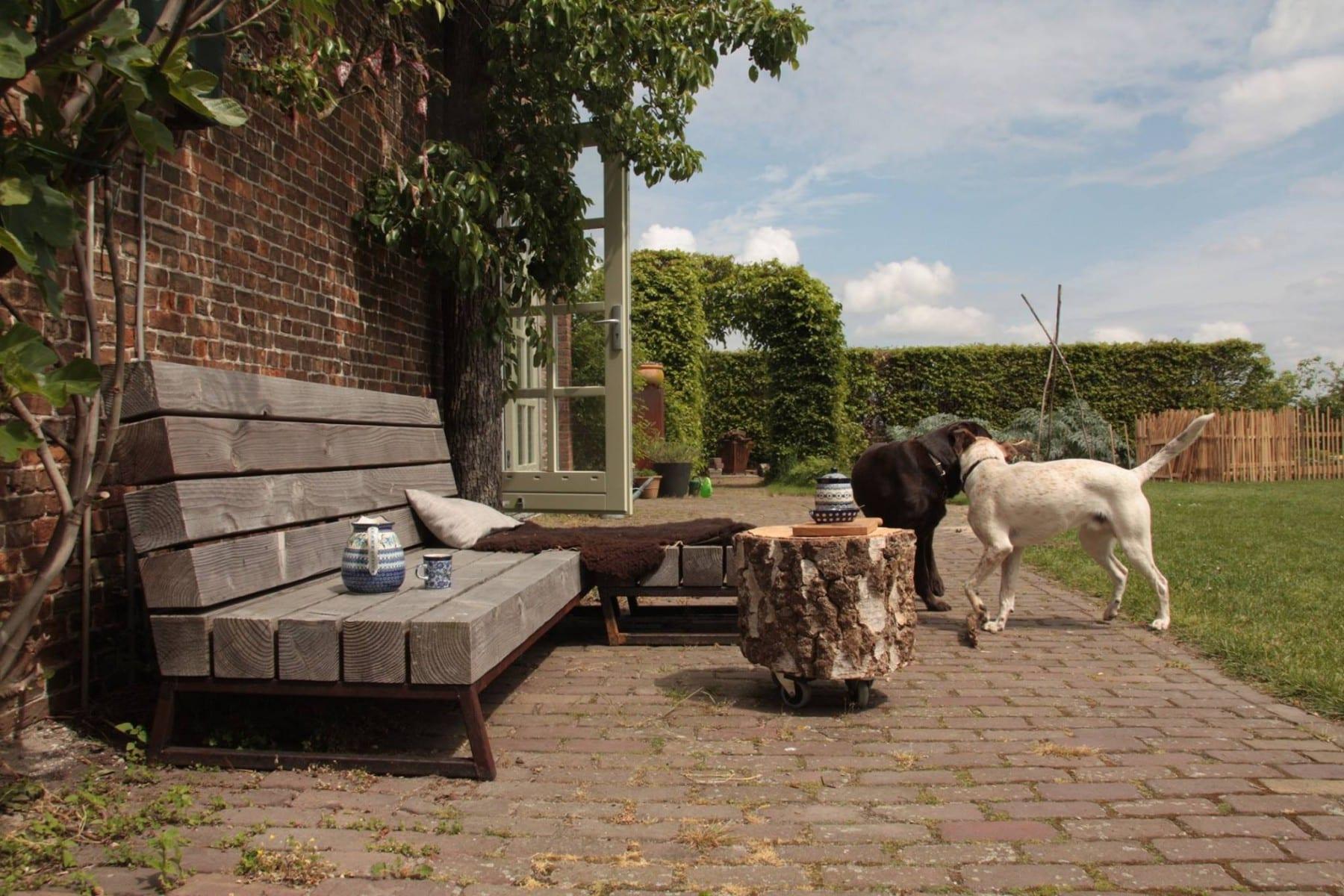 Unieke loungebank voor in de tuin meubelmakerij houtkwadraat - Massief idee van tuin ...