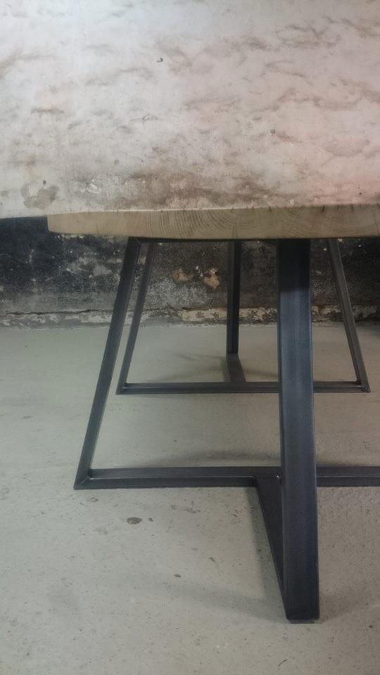 Industri le ovale tafel op maat meubelmakerij houtkwadraat for Stalen onderstel tafel laten maken