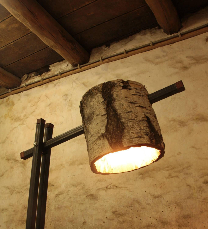 Unieke lamp van hout en staal meubelmakerij houtkwadraat for Interieur hout