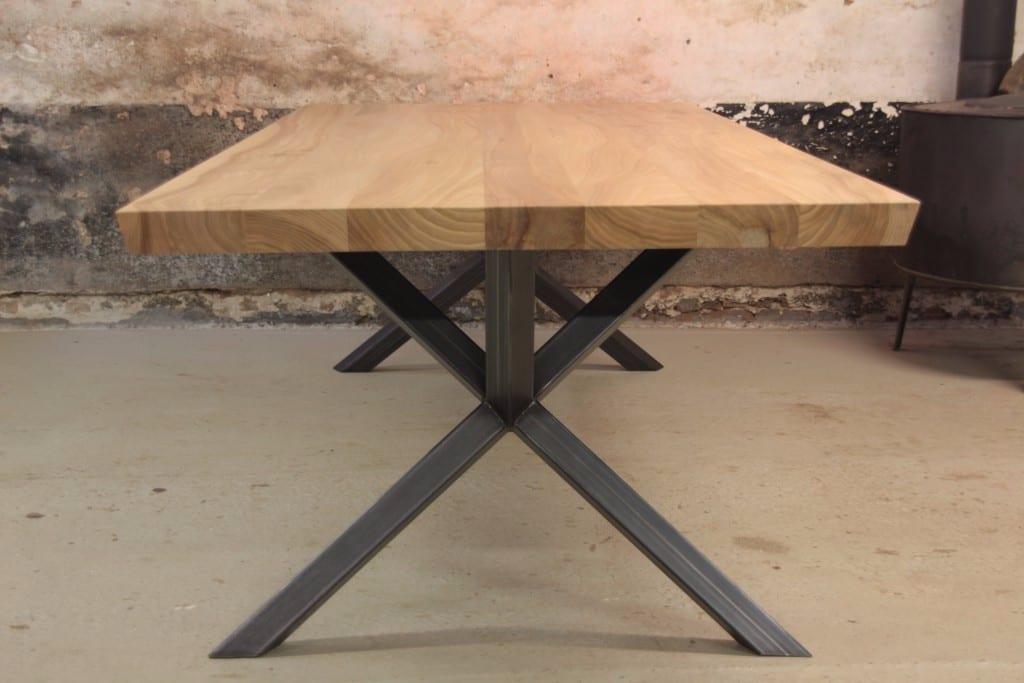 Tafel op maat meubelmakerij houtkwadraat