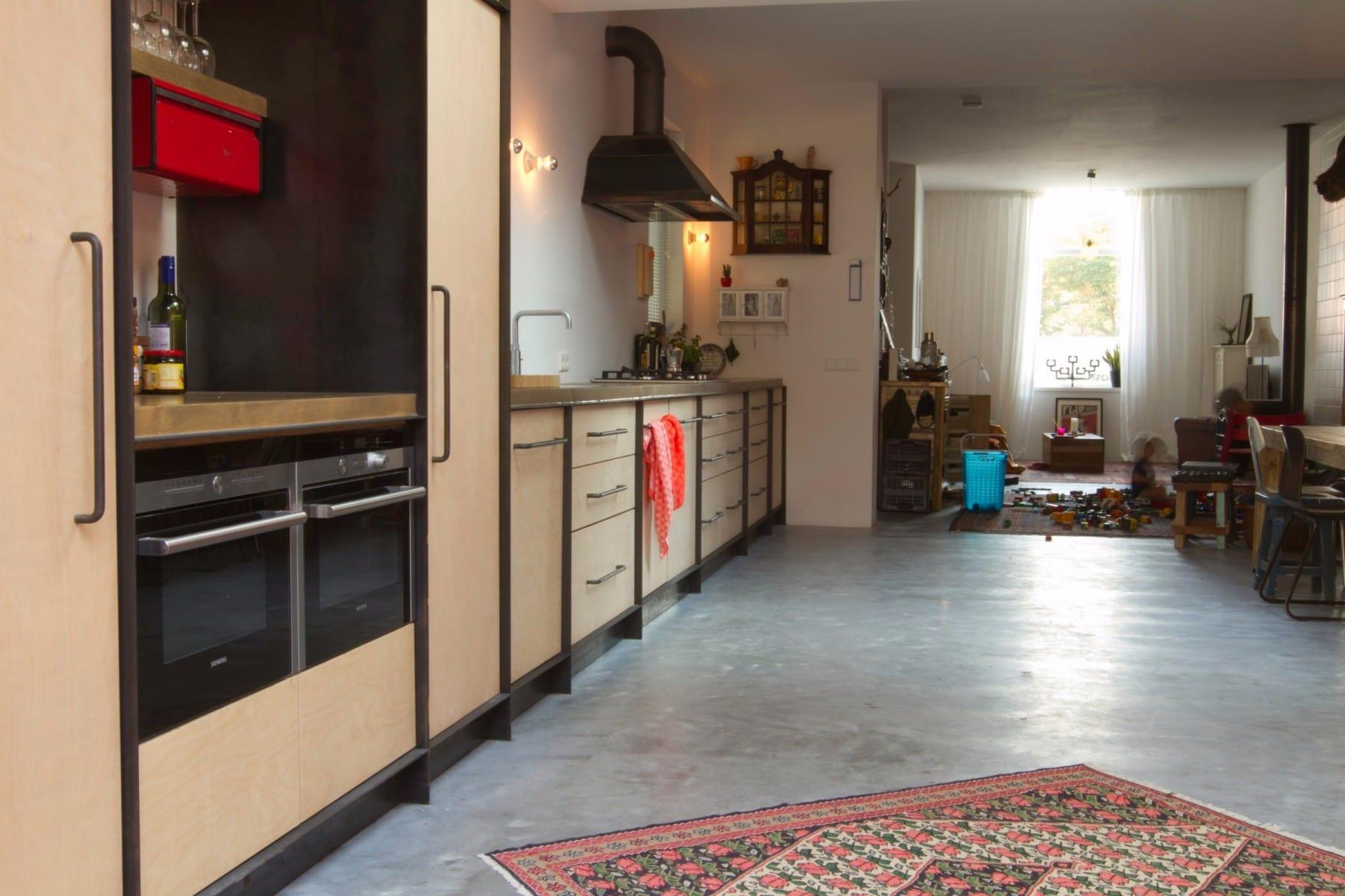 Industri le keuken meubelmakerij houtkwadraat for Kleine keukens fotos
