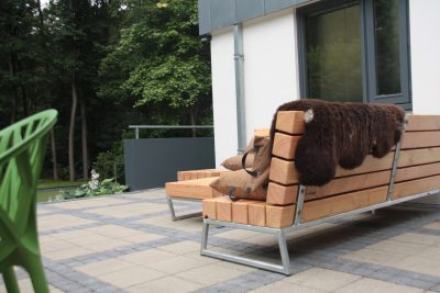 Robuuste loungebank voor in de tuin meubelmakerij houtkwadraat